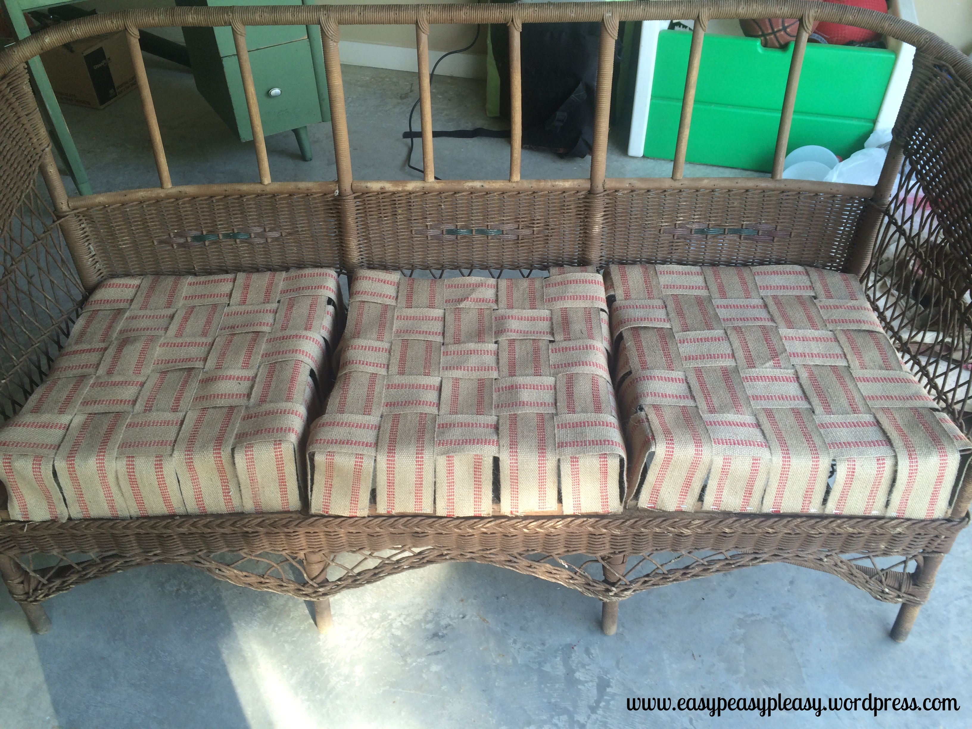 Restoring the seats of wicker with jute webbing